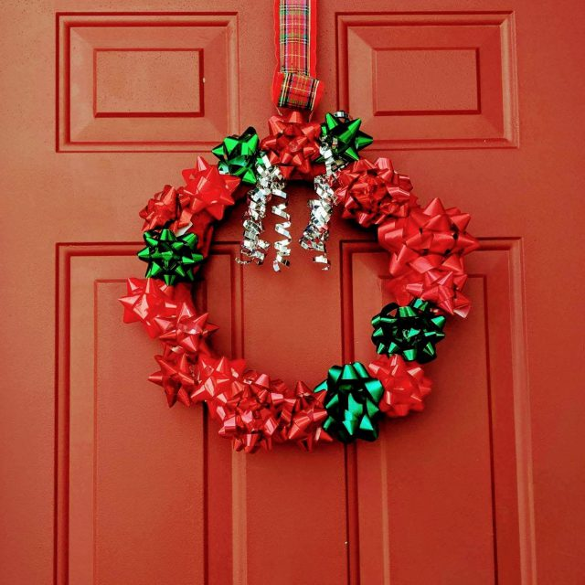 Try This Simple, Kid-Friendly Christmas Wreath!